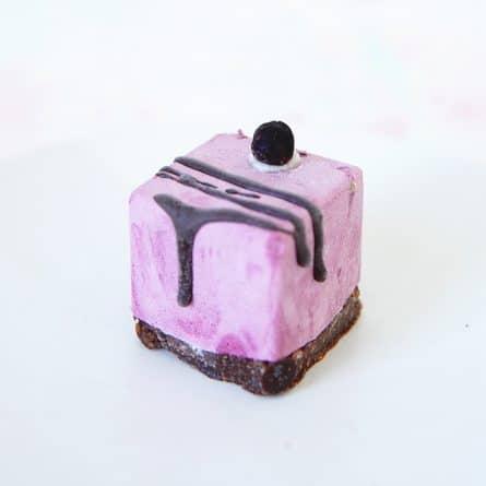 Веганский RAW десерт Черная смородина